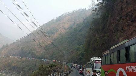 नारायणगढ–मुग्लिन सडकमा पर्यटक बस नरोकिने