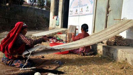 द्वन्द्वपीडित एकल महिला सामूहिक अायअार्जनमा