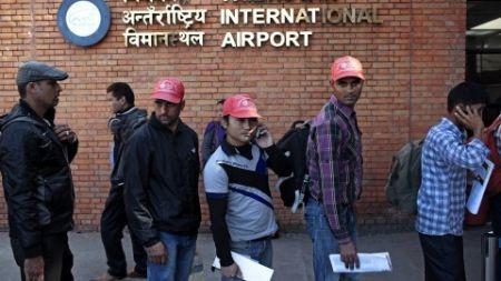 'दैनिक ८ सय नेपाली विदेश जान्छन्, चार जनाको शव आउँछ'