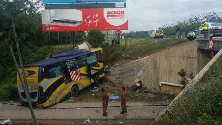 मलेसियामा बस दुर्घटना हुँदा ३६ नेपाली कामदार घाइते
