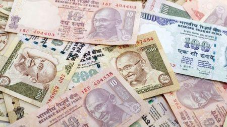 २५ लाख भारतीय रुपैयाँसहित एक जना पक्राउ