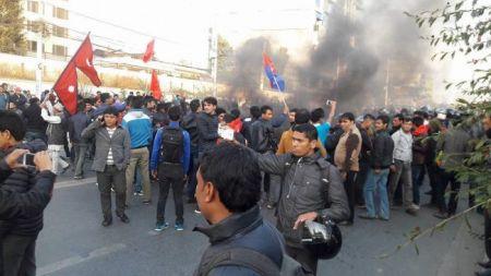 धारविहीन विद्यार्थी आन्दोलन, अखिल र अखिल क्रान्तिकारी अलग-अलग