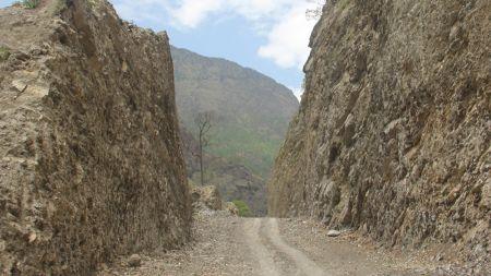 मुस्ताङलाई राष्ट्रिय राजमार्गसँग जोड्ने सडक दैनिक ७ घण्टा बन्द