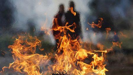 ... अनि अञ्जान छोराले सोधे, मेरो बाबालाई किन जलाउने?