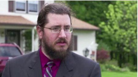 घरबाट निकाल्न छोराविरुद्द अदालतमा मुद्दा, 'अदालतले दियो छोरालाई घर छाड्न आदेश'