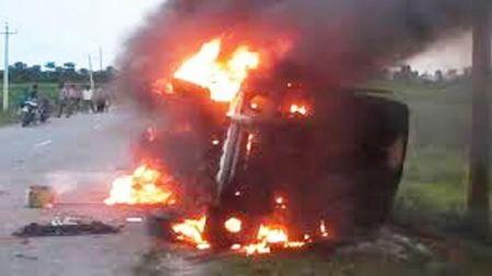 विप्लवका कार्यकर्ताद्वारा २ गाडीमा आगजनी