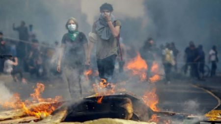 चिलीमा रेल भाडा बढाएको विरोधमा प्रदर्शन जारी, हालसम्म ८ को मृत्यु