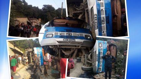 तीन जनाकाे ज्यान जाने गरी काठमाडाैँमै भएकाे भयानक बस दुर्घटना (फाेटाेफिचर)