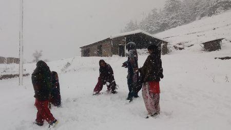 बझाङका उच्च भेगमा फेरि हिमपात, जनजीवन प्रभावित