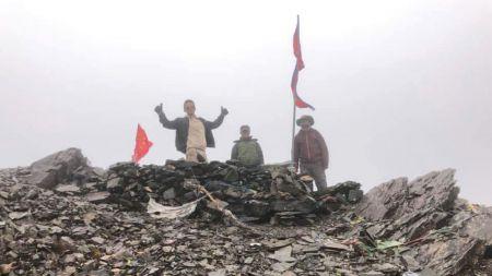 अतिक्रमण बढेपछि नेपाल-चीन सिमामा गाडीयो नेपाली झन्डा