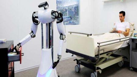इलाममा पनि वन्यो कोरोना संक्रमितलाई औषधी र खाना पुर्याउने रोबोट