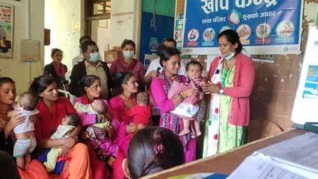केदारस्युँको उपाध्यक्ष कोसेली कार्यक्रमः गर्भवती र सुत्केरीलाई फलफूल वितरण